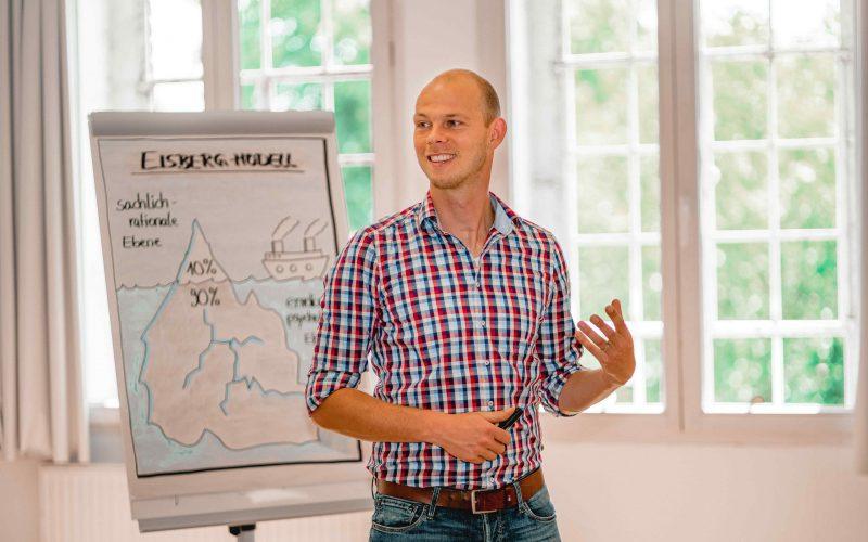 Lebendige Seminare mit Max Moenikes